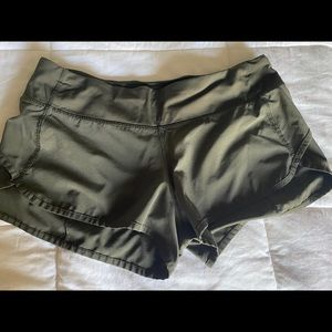 Lululemon Speed Up short Army green 2.5 inseam